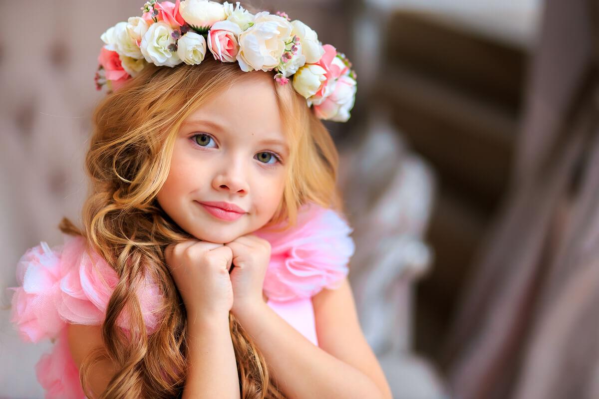 Les meilleures façons d'habiller une fillette pour une cérémonie